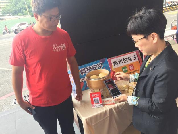王副市長現場使用行動支付購物