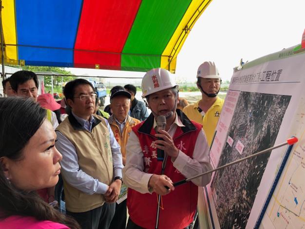 水利局局長李賢義向市長簡報近照