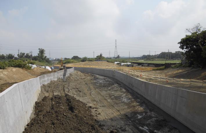 「善化區茄拔排水護岸(第二期)及分洪治理工程」施工中照片