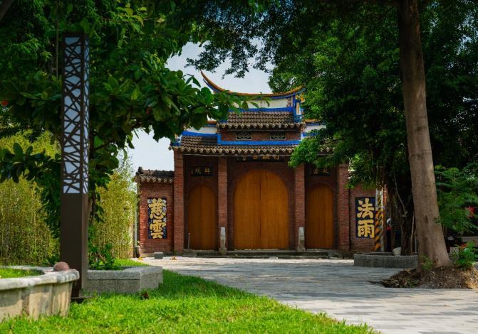 周邊特色景點  古意樸質的竹溪寺山門