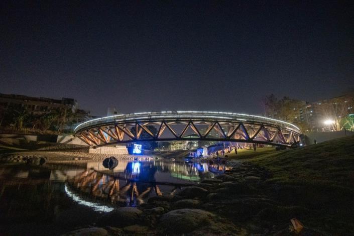 幽靜的竹溪「月見橋」夜景