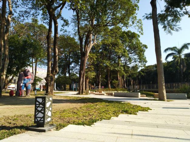 台南人的記憶之一   「體育園區的動物雕像」  整修重現
