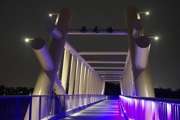 二仁溪跨越港尾溝溪防汛橋樑工程夜景