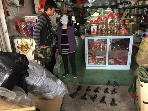 圖一、臺南市動物防疫保護處稽查人員至五金店稽查情形