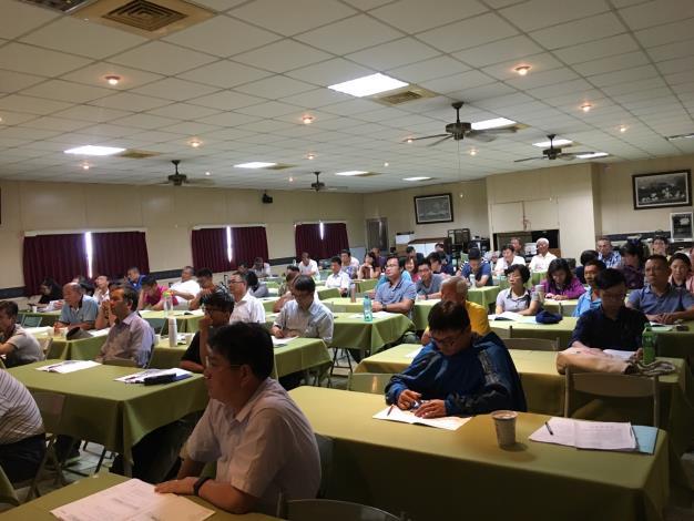 圖二、屏東科技大學獸醫學系鄭明珠副教授主講「動物用藥品管理法法規教育」