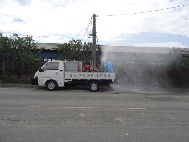 圖二、黃市長指示動保處協助加強禽場及周邊道路消毒工作,降低環境中病原量