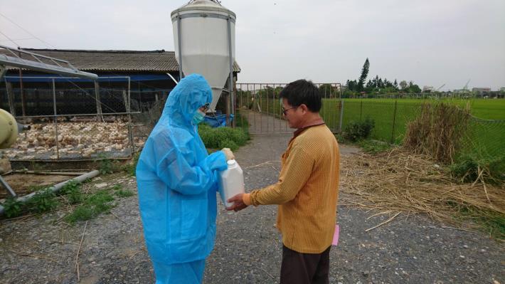 圖二、動保處發送消毒藥劑要求強化禽場消毒防疫