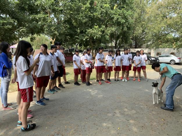 圖三、民眾到動物之家參訪及學生進行校外教學情形