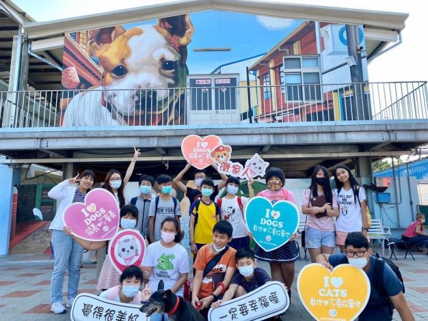 圖二、民眾到動物之家參訪及學生進行校外教學情形