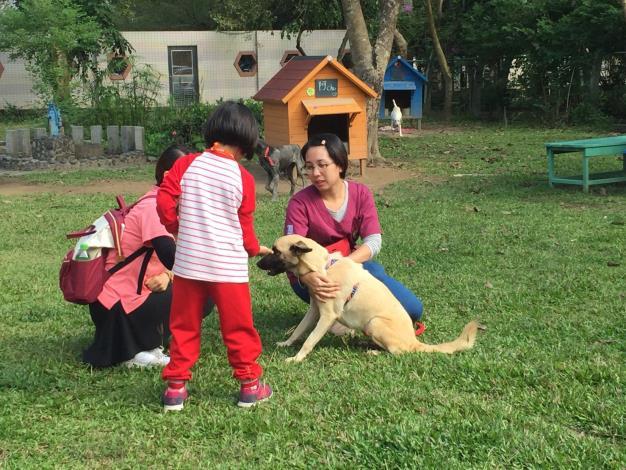 圖一、民眾到動物之家參訪及學生進行校外教學情形