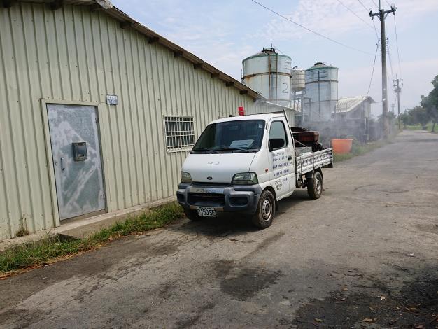 圖一、農業局動保處派遣防疫消毒車加強禽場及周邊公共區域消毒工作。