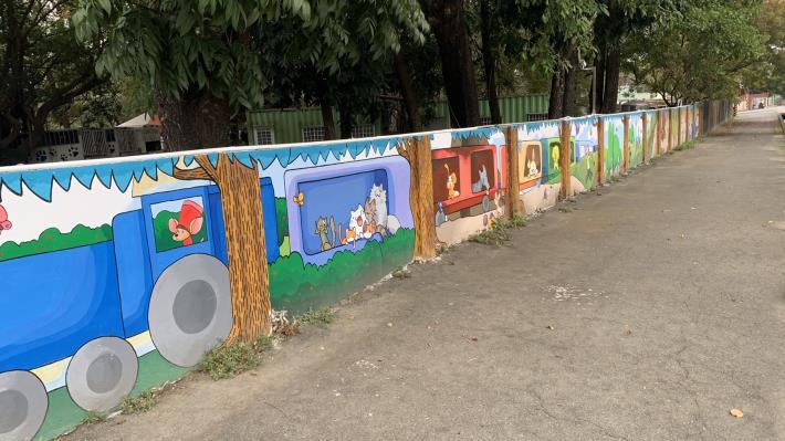 圖三、動物之家彩繪牆以繪本方式宣導與動物同樂。