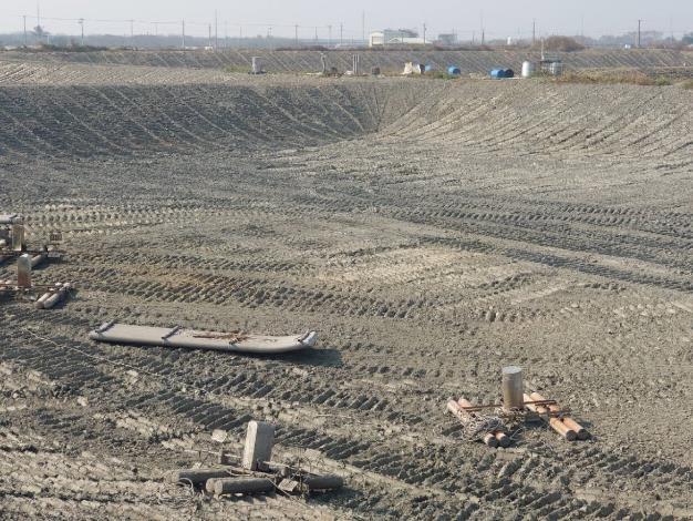 圖三、寒害過後或已收成魚塭應做好整池工作並加強曝曬。