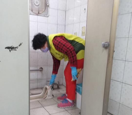 清洗公廁照片3橫式