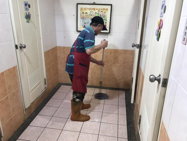 清洗公廁照片1