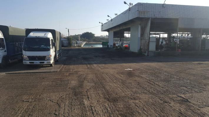黃偉哲關心民眾安全 安平漁港魚市場出入道路改善完工(共3張)-1