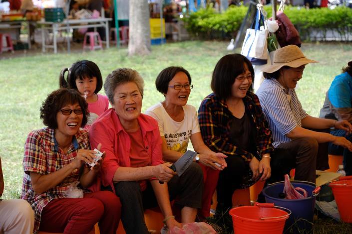 參與西瓜棉DIY活動民眾