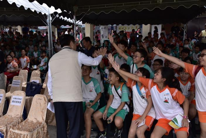 市長與學童互動