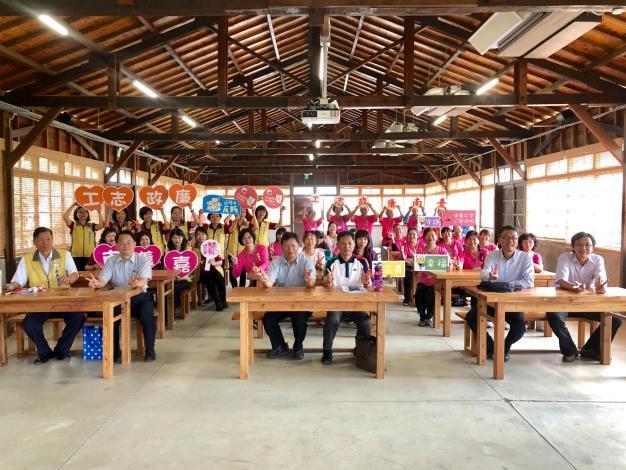 本府與嘉義市政府廉政志工參訪阿里山林業村暨經驗交流