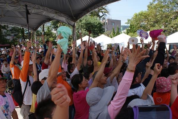 民眾踴躍舉手搶答
