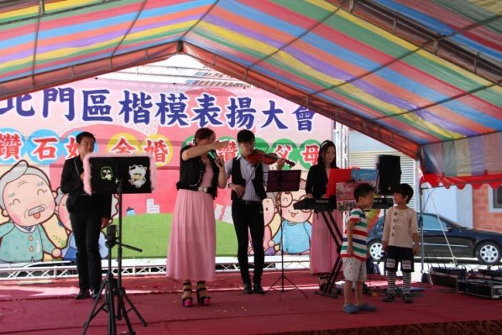 ruru樂團歌唱表演