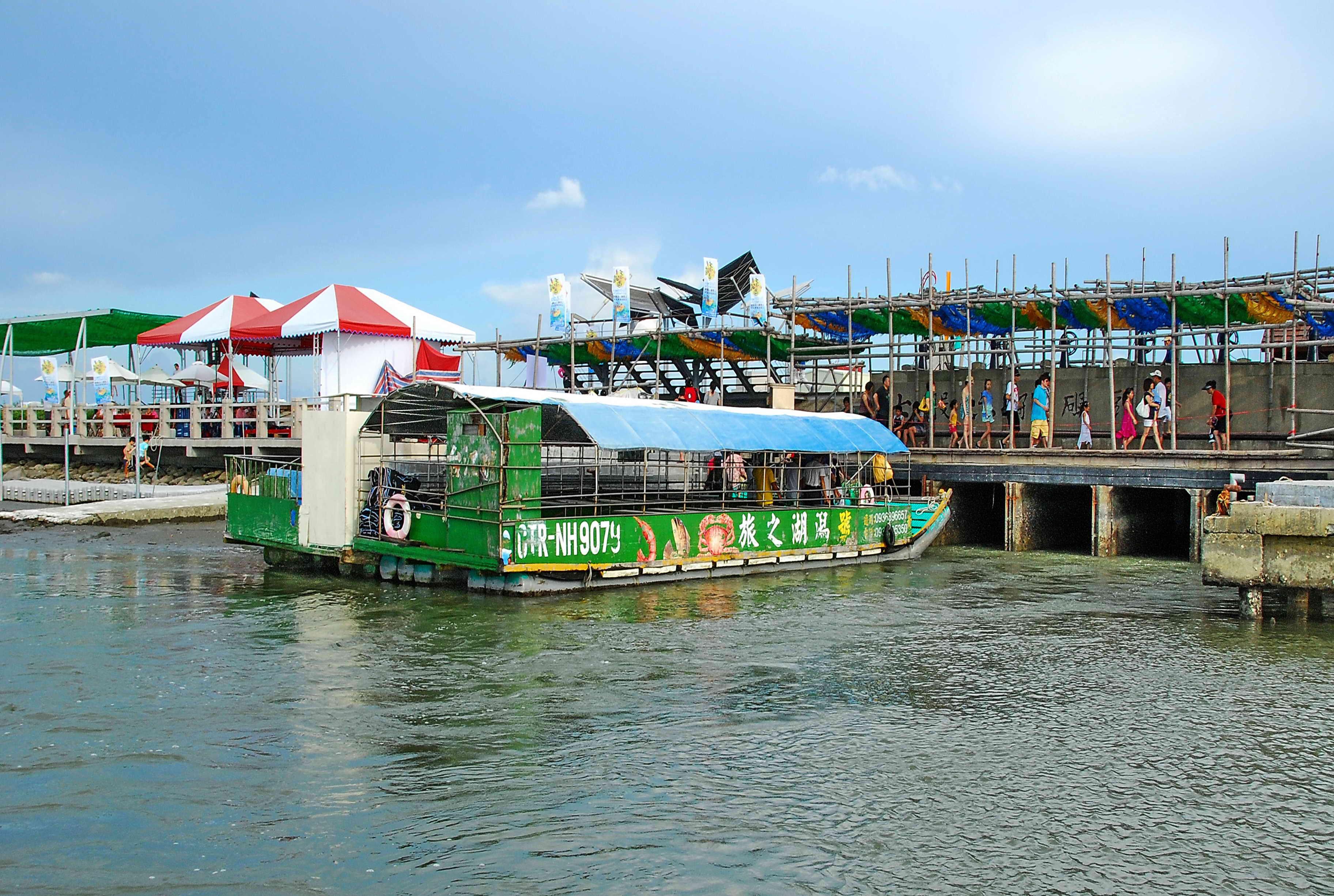 臺南市七股區公所全球資訊網,區內風景景名勝,六孔觀光碼頭介紹。