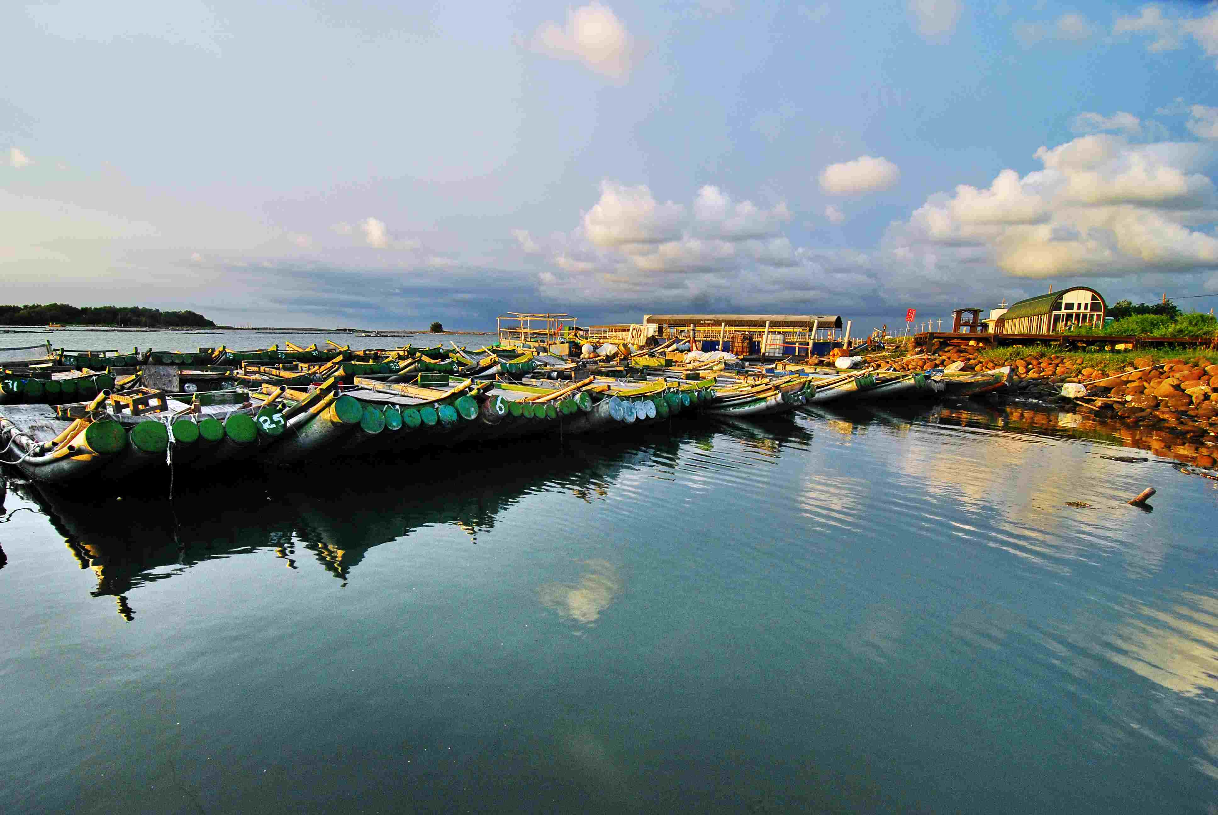 臺南市七股區公所全球資訊網,區內風景景名勝,南灣觀光碼頭介紹。