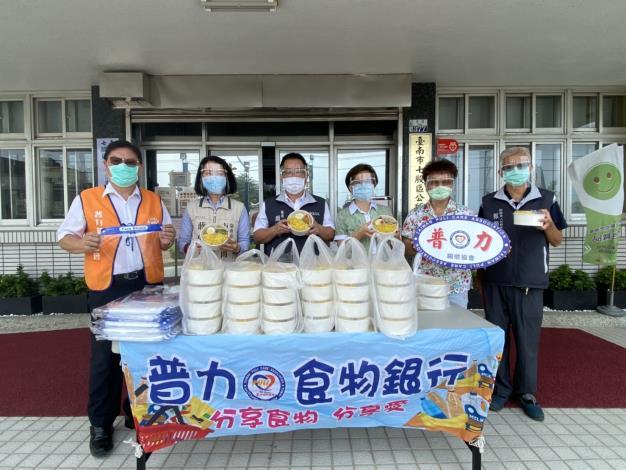 市政顧問與普力協會提供防疫便當及面罩2