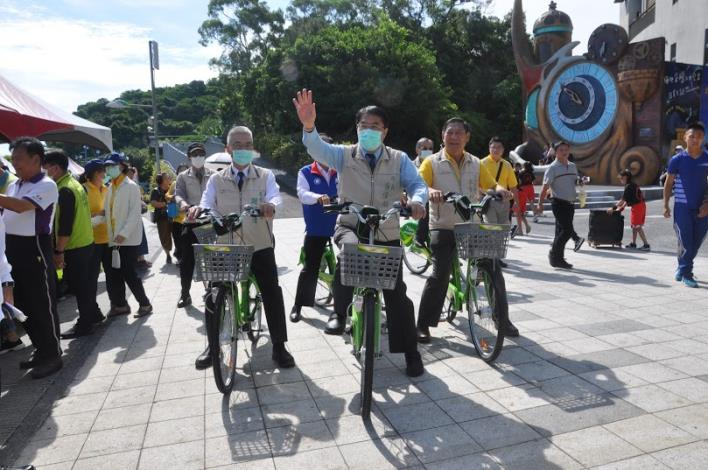臺南市長、農業局長及大內區長騎T-Bike進會場