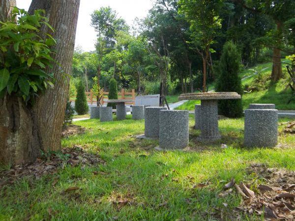 大內生命園區骨灰植存專區-休息石桌椅