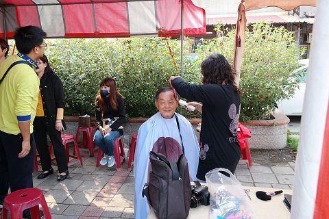 髮型師義剪