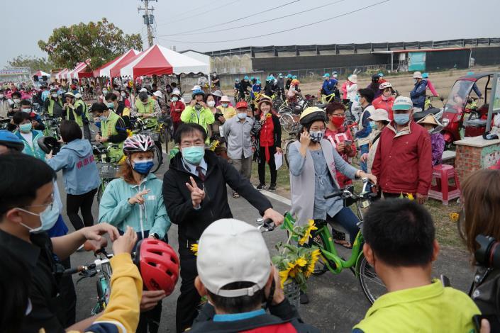 市長騎乘自行車