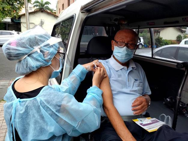 車上注射疫苗