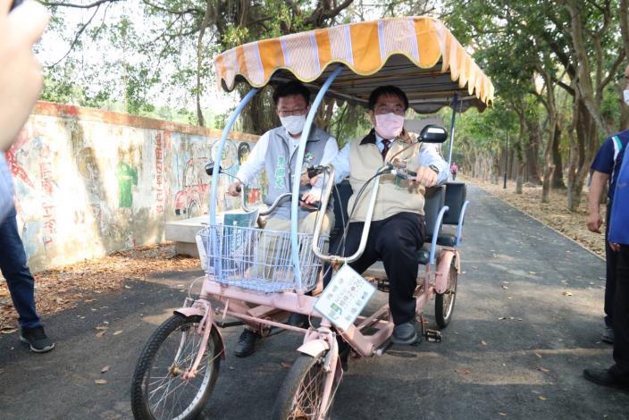 一起來騎三輪車