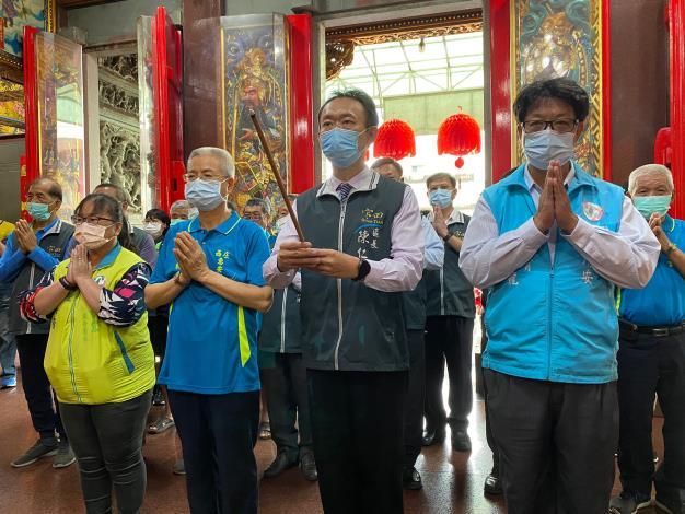 1.區長陳仁偉偕同本所課室主管及各界代表祈求天上聖母普降甘霖