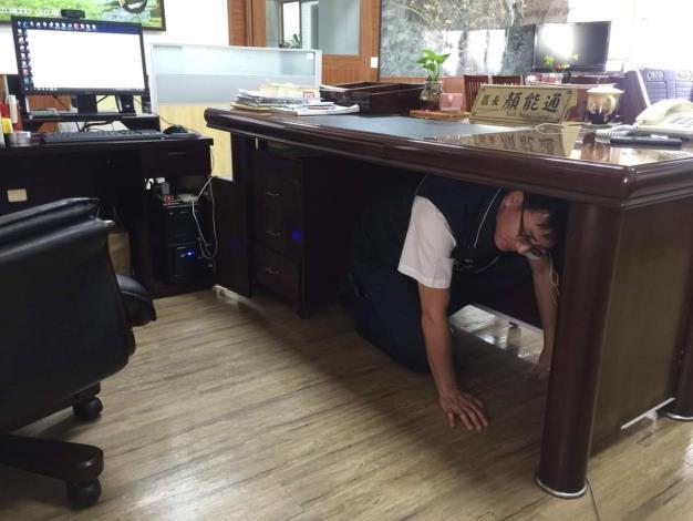 國家防災日全民地震網路演練活動區長示範地震三步驟