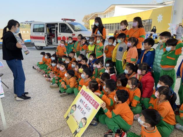 5.健光幼稚園小朋友認真聽講八大場所皆應配戴口罩.JPG