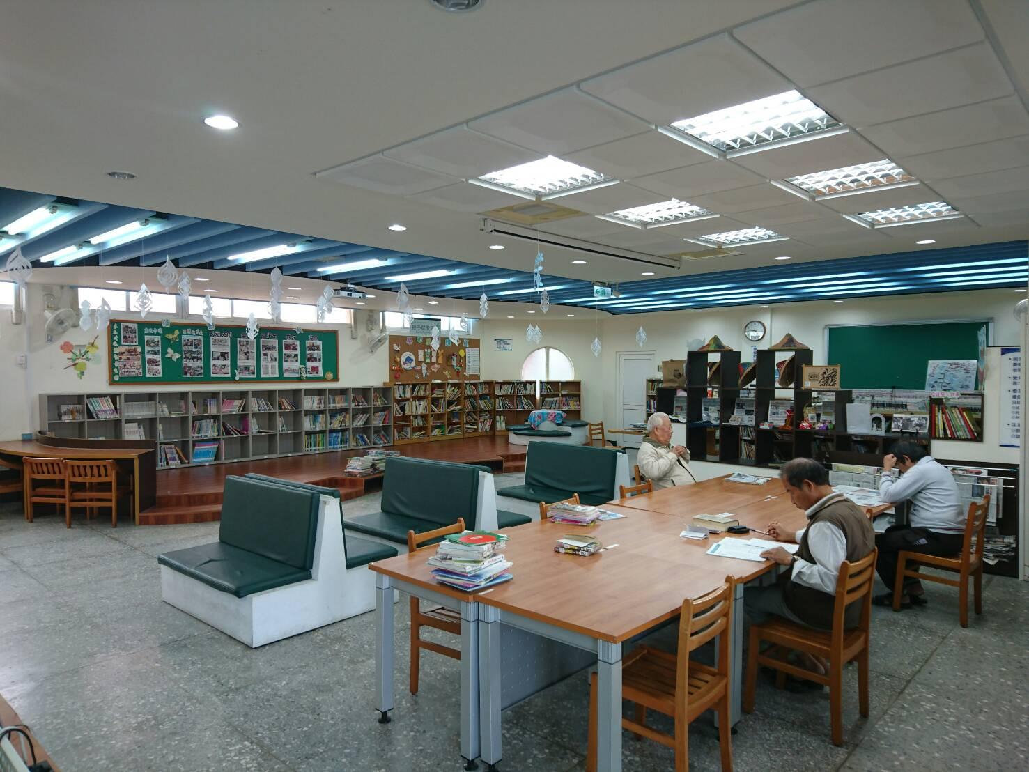 一樓閱報區