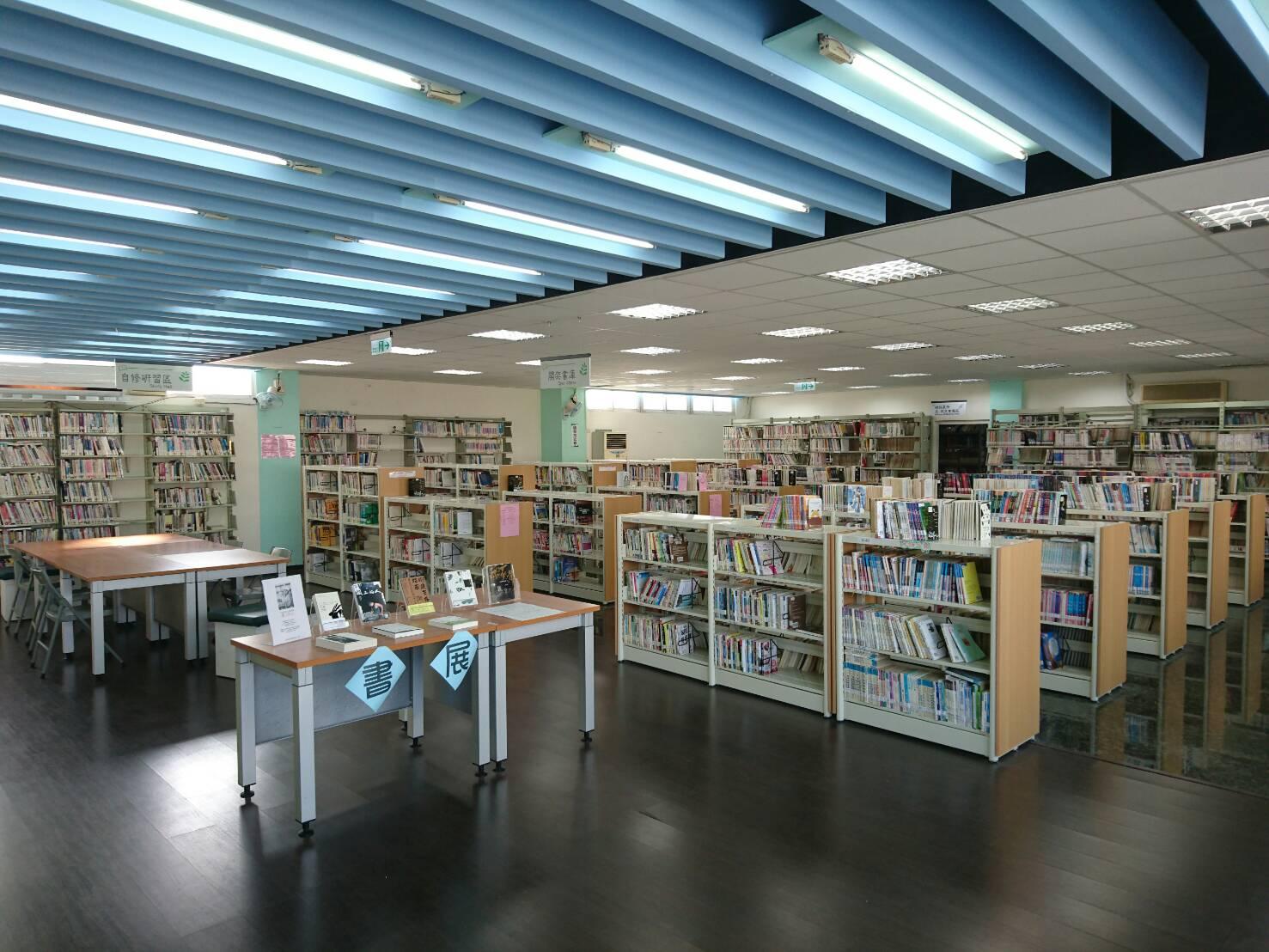 二樓書庫及自修閱覽區