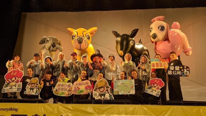 紙風車劇團在後壁國小演出照片,共12張
