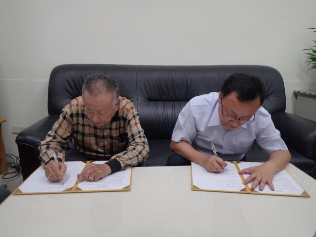 王禮捐助助學金及急難救助照片06.JPG