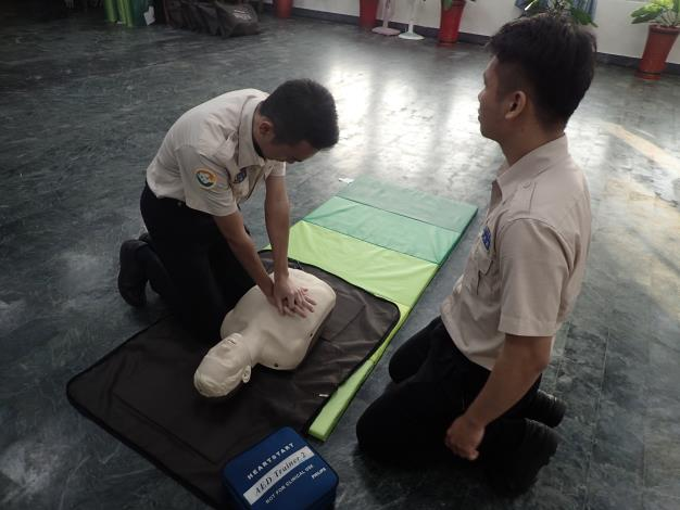 替代役實際操作CPR AED