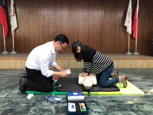 區長實際操作AED