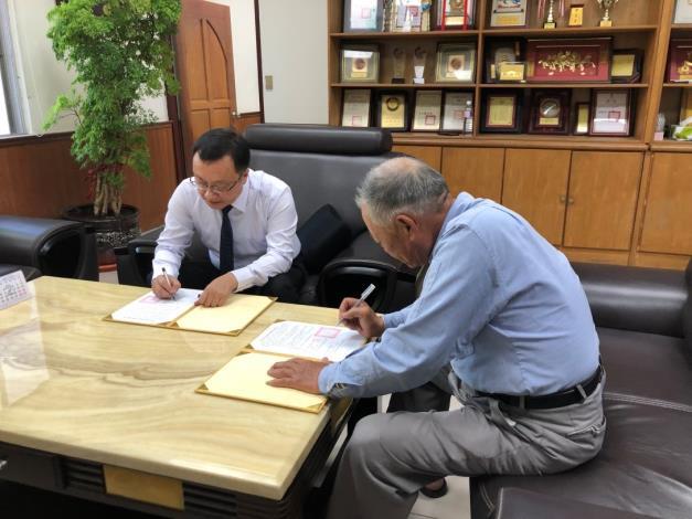 與謝杉里長簽訂移動式發電機支援協定儀式