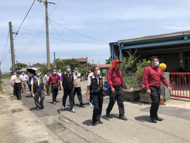 各與會人員一同步行參觀防災設備.JPG