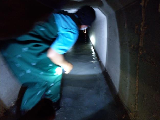 以手電筒照度檢驗下水道淤積情形