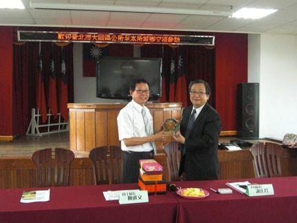 臺北市大同區公所到訪(5)互贈紀念品