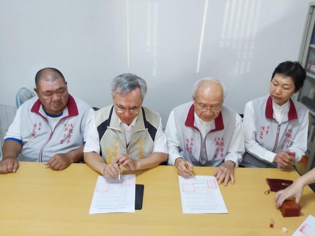 區公所與興濟宮簽訂移動式發電機支援協定 (2).JPG