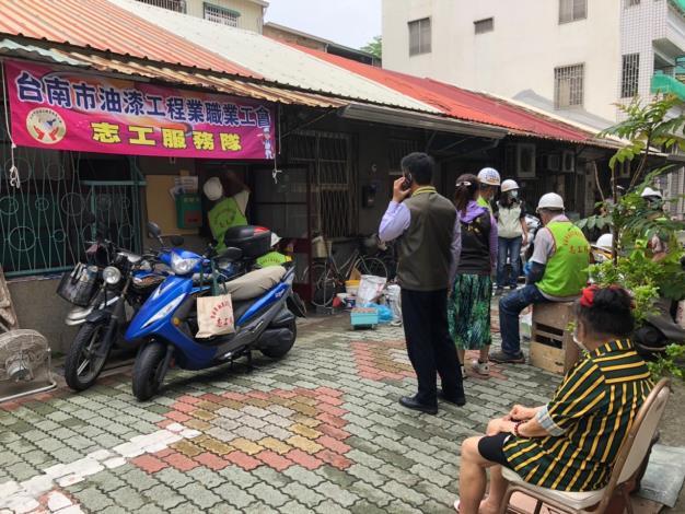 社會愛心-區長到振興里關心勞工局及相關行善團 (3).JPG