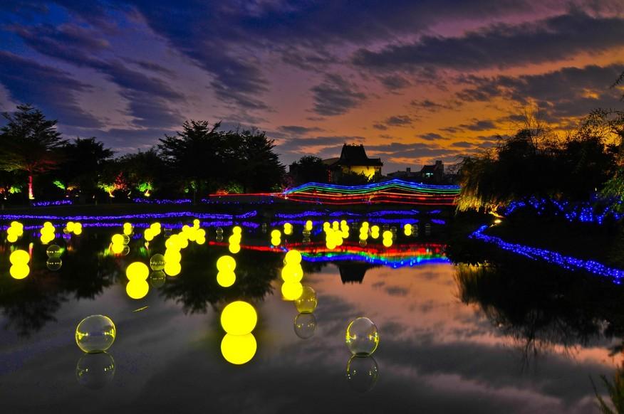 月津港燈節是由臺南市政府主辦,自2012年起於每年元宵節期間舉行之燈會活動,地點位於鹽水月津港水域。